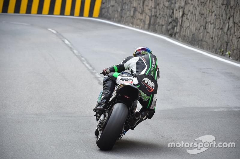 Daniel Hegarty, Kawasaki