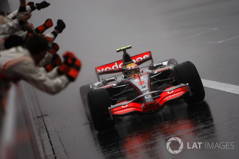 Primera victoria en lluvia: Lewis Hamilton, Japón 2007
