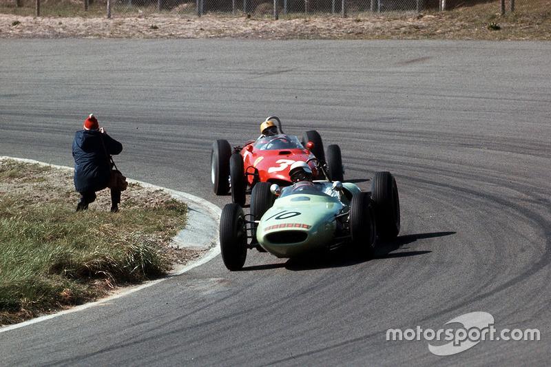 Masten Gregory, Lotus 18 Climax, ve Ricardo Rodriguez, Ferrari Dino 156