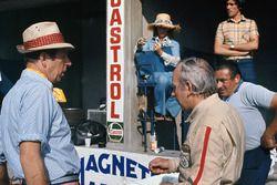 Rob Walker avec sa femme Betty et John Surtees