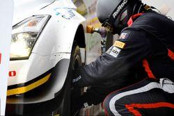 Nissan Motorsport monteur
