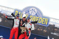 Winnaars Jari-Matti Latvala, Miikka Anttila, Toyota Racing met Tommi Makinen