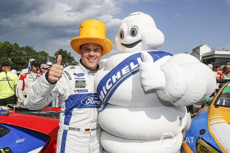 Подіум у класі GTLM: переможець Дірк Мюллер, Chip Ganassi Racing Ford