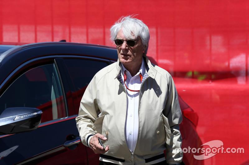 Olha ele aí! Bernie Ecclestone volta a ser figurinha carimbada nos GPs da categoria que controlou.