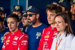 Charles Leclerc, PREMA Powerteam avec les bénévoles de la FIA