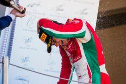 Подиум: победитель Шарль Леклер, PREMA Powerteam