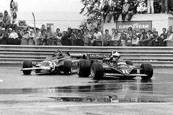 Gilles Villeneuve, Ferrari 126CK; Elio de Angelis, Lotus 87-Ford Cosworth
