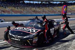 Erik Jones, Joe Gibbs Racing, Toyota, pit stop
