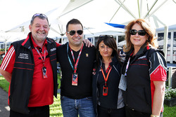 Paul Stoddart, Zsolt Baumgartner, Fabiana Valenti, Scuderia Toro Rosso oficina de prensa