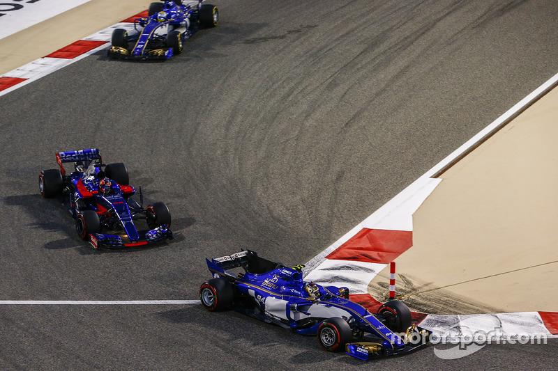 2017 год: борьба с двумя пилотами Sauber в гонке