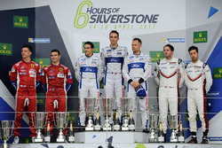 Podium GTE-Pro: ganadores #67 Ford Chip Ganassi Racing Ford GT: Andy Priaulx, Harry Tincknell, Pipo