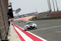 Checkered flag for Dusan Borkovic , GE-Force, Alfa Romeo Giulietta TCR