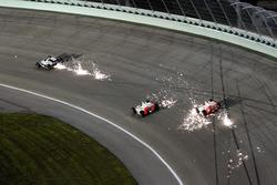 Funkenflug: Marco Andretti, Helio Castroneves und Ryan Briscoe