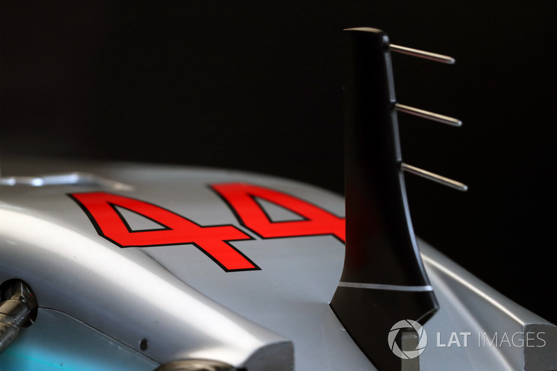 Mercedes-Benz F1 W08 burun ve ön kanat detay