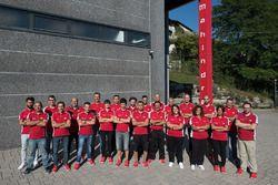 Foto di gruppo alla fabbrica Mahindra