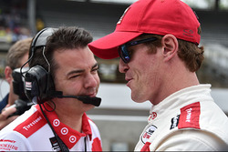 Scott Dixon, Chip Ganassi Racing Chevrolet with his race engineer Chris Simmons