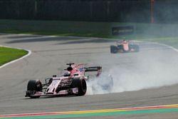 Серхио Перес, Sahara Force India F1 VJM10, и Стоффель Вандорн, McLaren MCL32