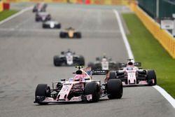 Esteban Ocon, Sahara Force India F1 VJM10, Sergio Perez, Sahara Force India F1 VJM10, Kevin Magnusse