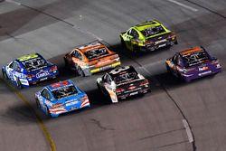 Jimmie Johnson, Hendrick Motorsports Chevrolet, Daniel Suárez, Joe Gibbs Racing Toyota, Paul Menard,
