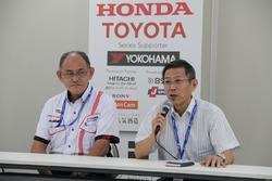 横浜ゴムの渡辺晋プランニングジェネラルマネージャーとJRPの倉下明社長