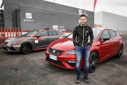 Andrea Dovizioso reçoit une SEAT Leon CUPRA