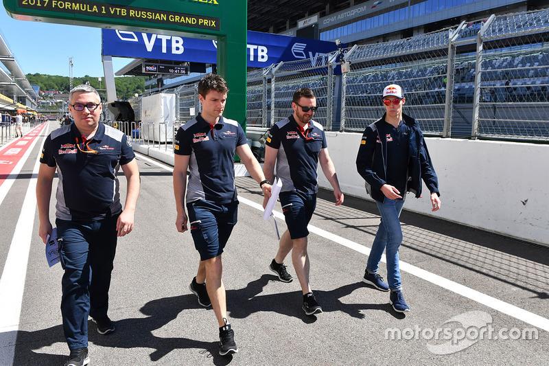 Daniil Kvyat, Scuderia Toro Rosso berjalan di trek