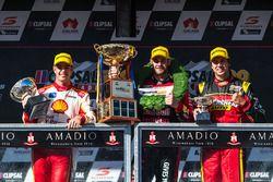 Podyum: yarış galibi Shane van Gisbergen, Triple Eight Race Engineering Holden, 2. Scott McLaughlin,