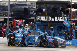 Aric Almirola, Richard Petty Motorsports Ford pit stop