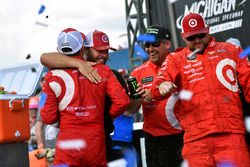 Ganador de la carrera Kyle Larson, Chip Ganassi Racing Chevrolet