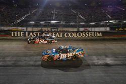Kyle Busch, Joe Gibbs Racing Toyota, Jeremy Clements, Jeremy Clements Racing Chevrolet