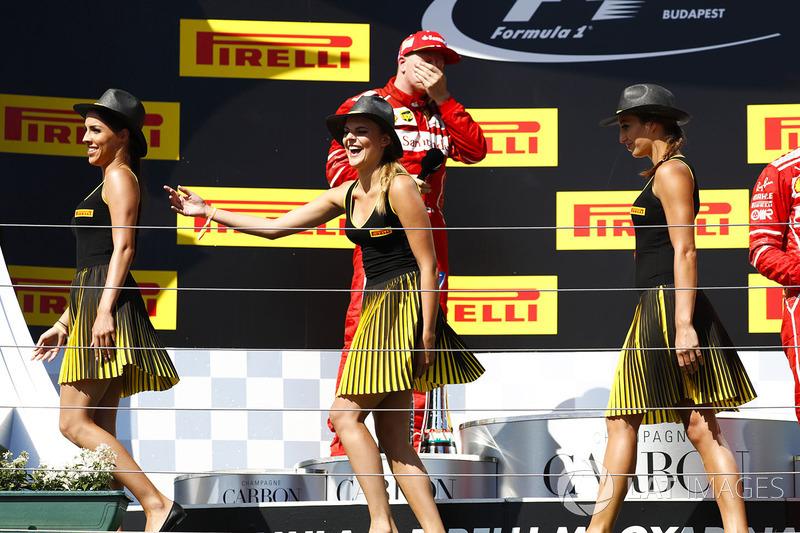 Grid Girls leave the podium