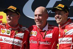 Podium: racewinnaar Sebastian Vettel, Ferrari, tweede plaats Kimi Raikkonen, Ferrari Jock Clear, Eng