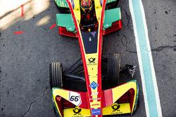 Daniel Abt, ABT Schaeffler Audi Sport, ritorna ai box con una ruota danneggiata