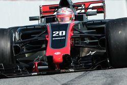 Kevin Magnussen, Haas F1 Team VF-17 avec un aileron avant endommagé