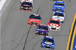 Chase Elliott, Hendrick Motorsports Chevrolet and Denny Hamlin, Joe Gibbs Racing Toyota