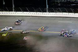 Choque: Stewart Friesen, Chevrolet; John Hunter Nemechek, SWM-NEMCO Motorsports Chevrolet; Ross Chas