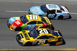 Matt Kenseth, Joe Gibbs Racing Toyota, Kyle Busch, Joe Gibbs Racing Toyota y D.J. Kennington, Gaunt Brothers Racing Toyota