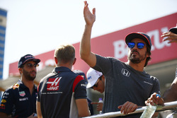 Fernando Alonso, McLaren, waves on the drivers' parade, Daniel Ricciardo, Red Bull Racing, Kevin Magnussen, Haas F1 Team and Esteban Ocon, Sahara Force India F1 VJM10, are visible behind