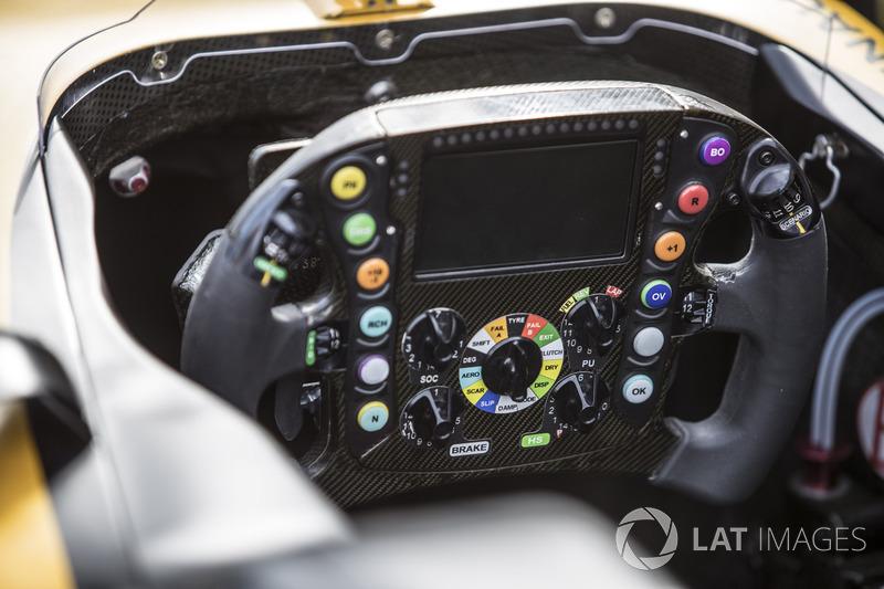 Renault Sport F1 Team RS17 direksiyon detay