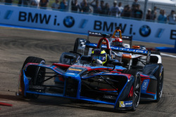 Tom Dillmann, Venturi, leads Loic Duval, Dragon Racing