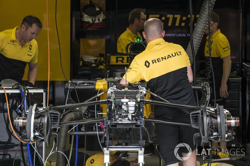 Renault Sport F1 Team RS17: la sospensione anteriore