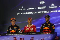 Пресс-конференция: Макс Ферстаппен, Red Bull Racing, Себастьян Феттель, Ferrari, и Даниэль Риккардо,