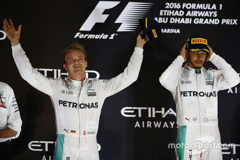 Podio: ganador de la carrera Lewis Hamilton, Mercedes AMG F1y Podio: segundo lugar y campeón del mundo 2016 F1 Nico Rosberg, Mercedes AMG F1