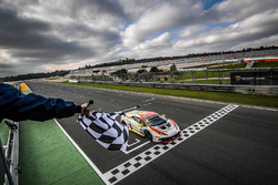 Adrian Amstutz, Patrick Kujala, Bonaldi Motorsport se lleva la bandera a cuadros