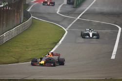 Max Verstappen, Red Bull Racing RB13; Valtteri Bottas, Mercedes AMG F1 W08; Sebastian Vettel, Ferrari SF70H