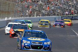 Chase Elliott, Hendrick Motorsports Chevrolet, Martin Truex Jr., Furniture Row Racing Toyota