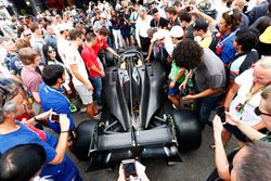 El nuevo auto de F2 2018 en el paddock