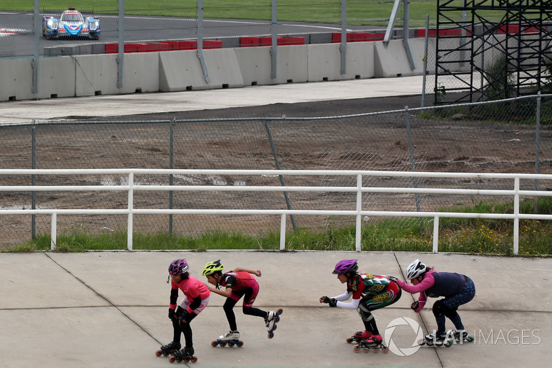 Skaters race the cars in Mexico City
