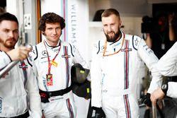 Guy Martin, e la pit crew Williams