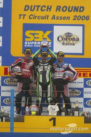 Podium: race winner Chris Walker, Kawasaki Racing, second place Andrew Pitt, third place Michel Fabrizio